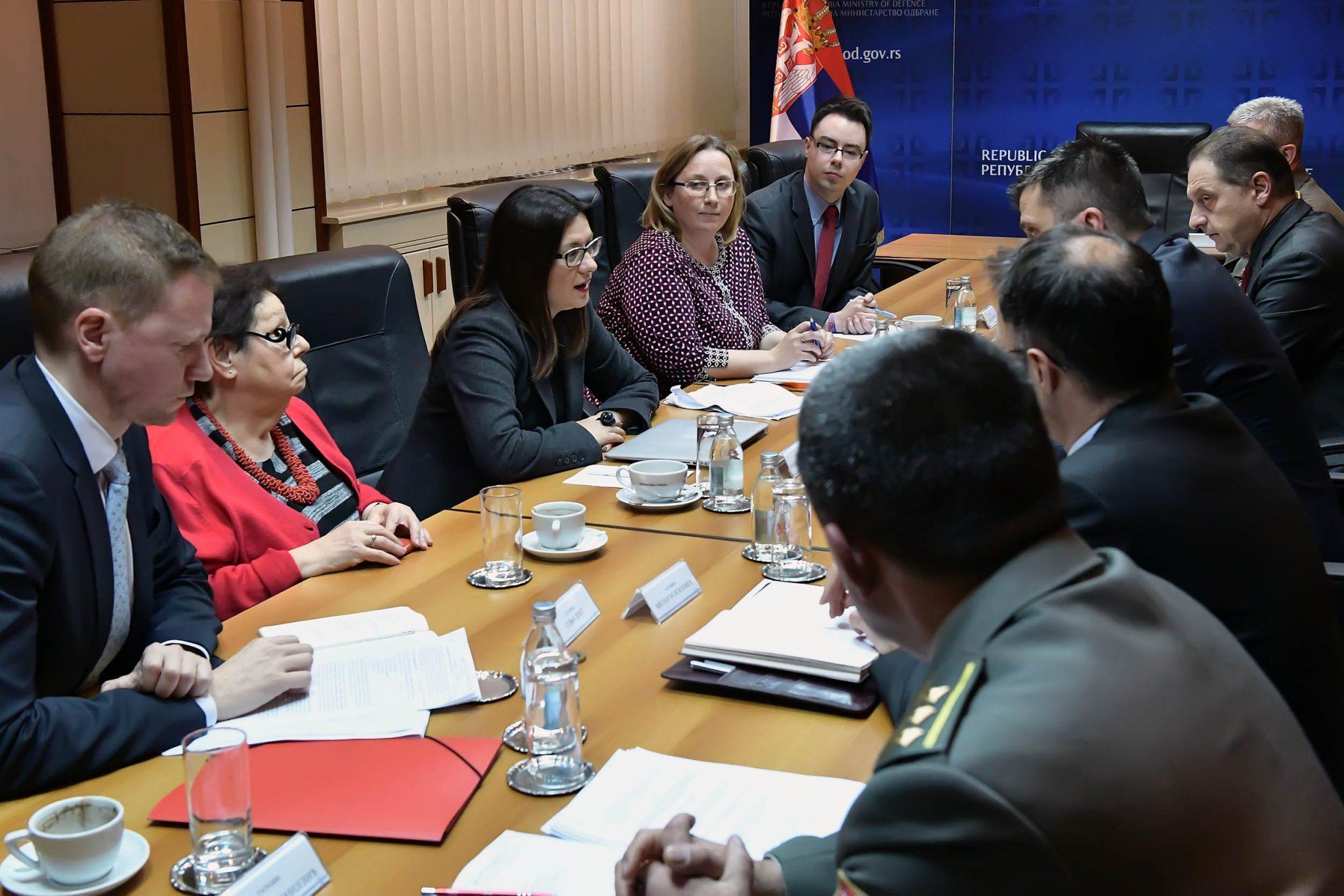 Zaustavljeno donošenje sporne uredbe Ministarstva odbrane