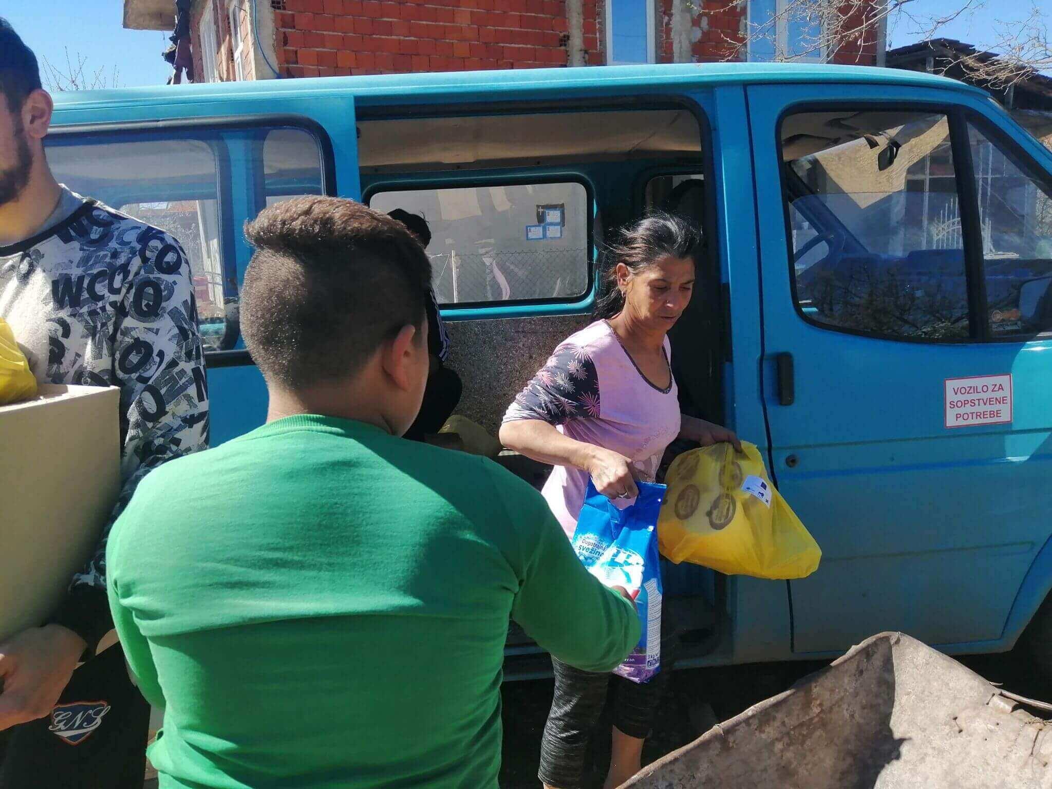 Dodela 40 paketa prehrambenih i higijenskih proizvoda najugroženijim romskim porodicama